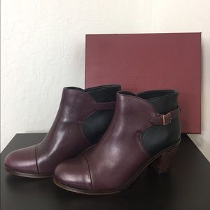 Wolverine purple and black ankle boots. Size 8.