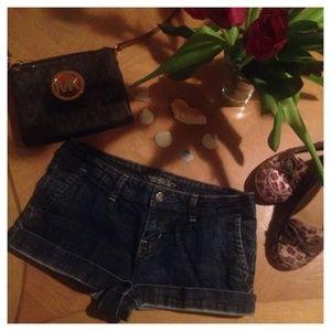 American Rag Pants - 💋American Rag Dark Denim Cuffed Short Shorts❤️