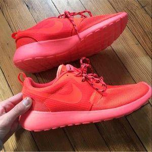 Nike roshe runs size 6.5