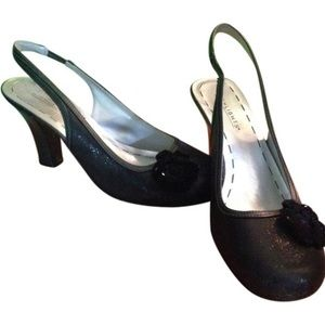 highlights Shoes - Black Closed Toe Sparkly Heel with Flower