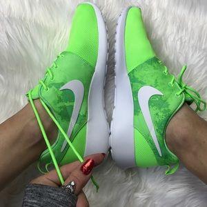 Nike Shoes - NWT nike roshe lime🎾