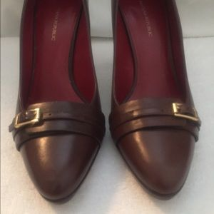 Banana Republic Shoes - Perfect office shoes, very nice in great condition
