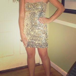 Fun and flirty gold sequins dress!