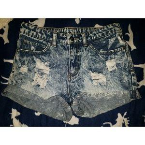 liv Pants - Sz 5 Highwaist mineral wash jean shorts