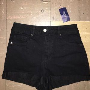 Forever 21 Pants - ‼️SALE CUTE BLACK SHORTS‼️
