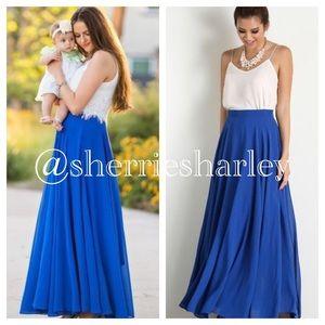 Dresses & Skirts - 🆕Blue Chiffon Fully Lined Skirt Size 14