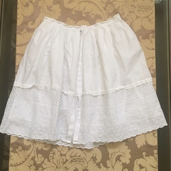 GAP Dresses & Skirts - Gap Embroidered Midi White Skirt, Size 4
