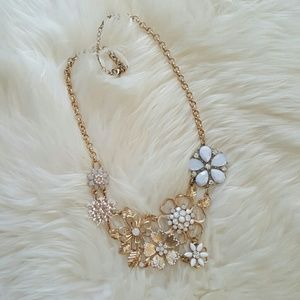 Mossimo Supply Co Jewelry - Floral vintage style statement necklace