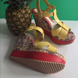 Shoes - Yellow platforms