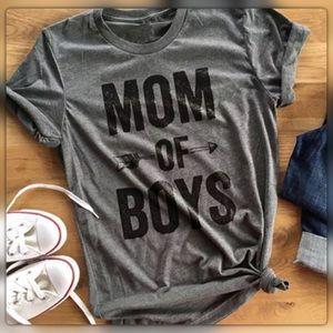 "Tops - Sz M Short Sleeved ""MOM"" Tee"