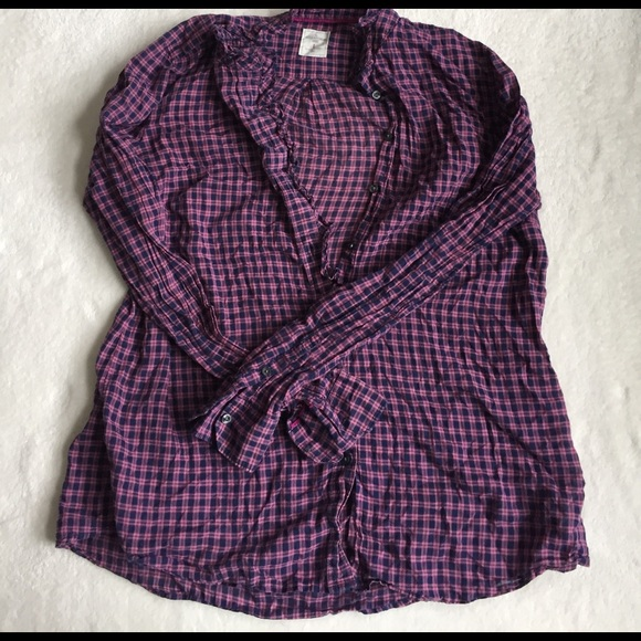 GAP Tops - fitted boyfriend ruffled button down size L