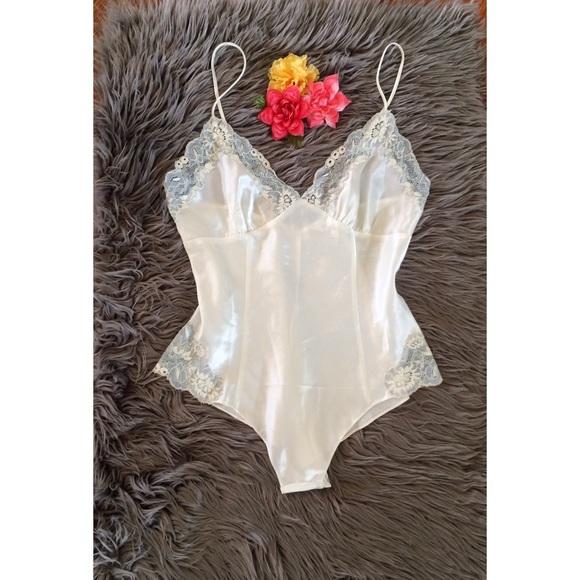 89914713a Vintage 90 s Victoria s Secret Satin Lace Teddy 🌷.  M 58bf27c9ea3f36daf5137215