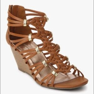 Madden Girl Cognac Hoistt Wedges