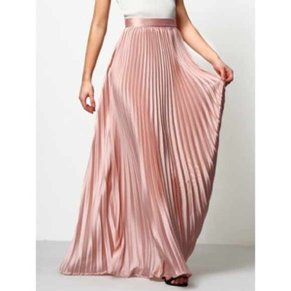 d277300976 Long Pink Pleated Maxi Skirt. M_58bf36369c6fcf0203000928