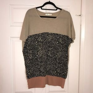 Printed  Color-blocked oversized top / tunic. O/S