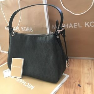 Michael Kors Handbags - 🌷😘MK shoulder purse🌷