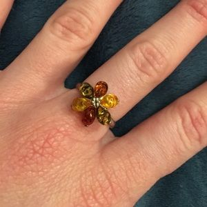 Jewelry - Amber flower ring!
