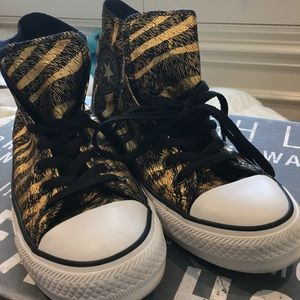Converse Shoes - Converse high top size 9