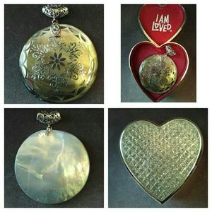 Jewelry - GENUINE MOTHER OF PEARL PENDANT