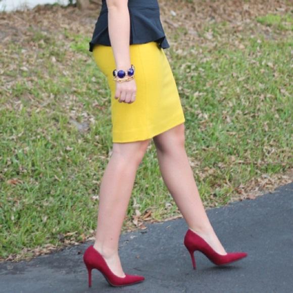 J. Crew Skirts - MOVING SALE❗️J. Crew Mustard Pencil Skirt