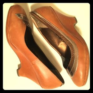 Seychelles Shoes - 👠Seychelles Tan Wedges w/ Silver/Gold, size 9 👠