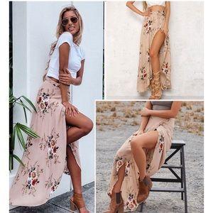Dresses & Skirts - Maxi skirt split floral