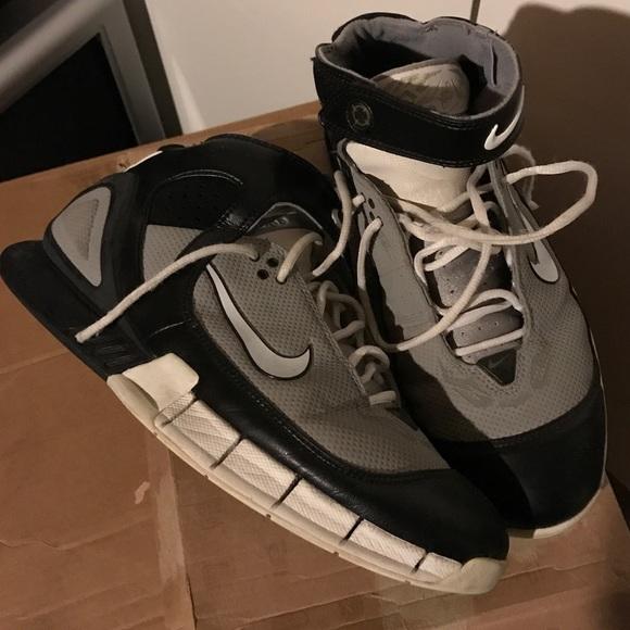 92d3d475a3b39 Nike Huarache 2k5 size 11. M 58bf7c7456b2d6ee1b012cc4