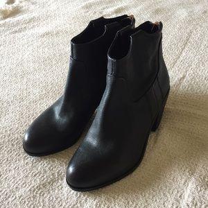 Sam Edelman Shoes - Sam Edelman black back zip ankle boots