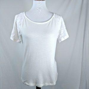 💖Like New🌼Floral Embellished Short Sleeve Top