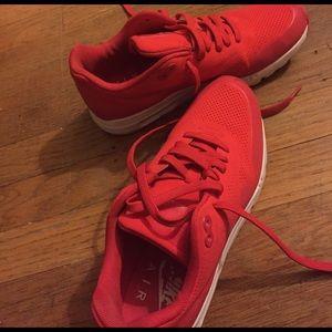 Nike Air Max [women size 7]