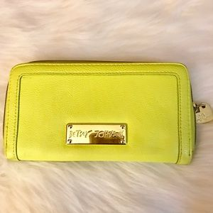 ⚡️1 DAY sale⚡️yellow Betsey Johnson wallet