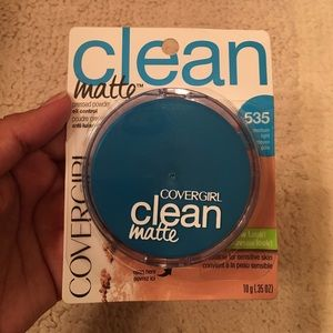 Covergirl Other - Covergirl Clean Oil Control Pressed Powder