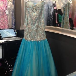 Dresses & Skirts - Blue Prom Dress