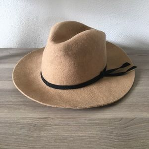 Accessories - Camel felt hat with black tie