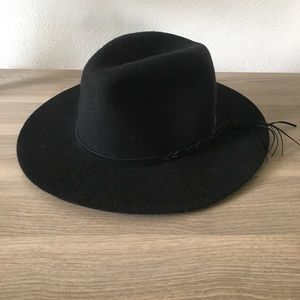 Accessories - Black felt hat with leather band