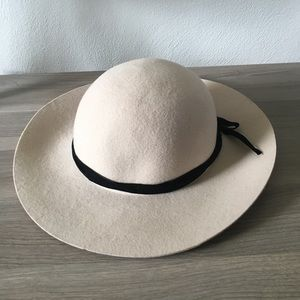 Accessories - Tan felt hat