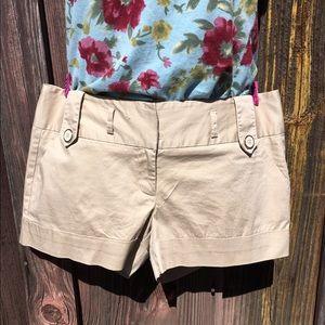Tracy Evans kaki cuffed shorts!