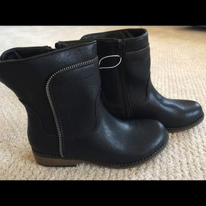 Stevies Other - BNWT Stevie's size 4 girls leather boots.