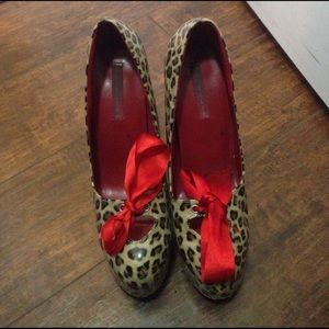 Cute leopard heels with red ribbon bow