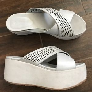 Dollhouse Shoes - Platform wide light grey slides