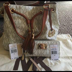 KORS Michael Kors Handbags - 🎉HP🎉 Authentic Michael Kors Tote & wallet