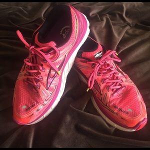 Brooks Shoes - 🎉SALE🎉 Brooks Transcend Women's sneakers Sz 8.5