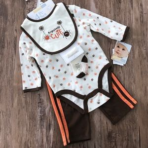 Vitamins Baby Other - NWT Halloween themed baby outfit, 6 mos