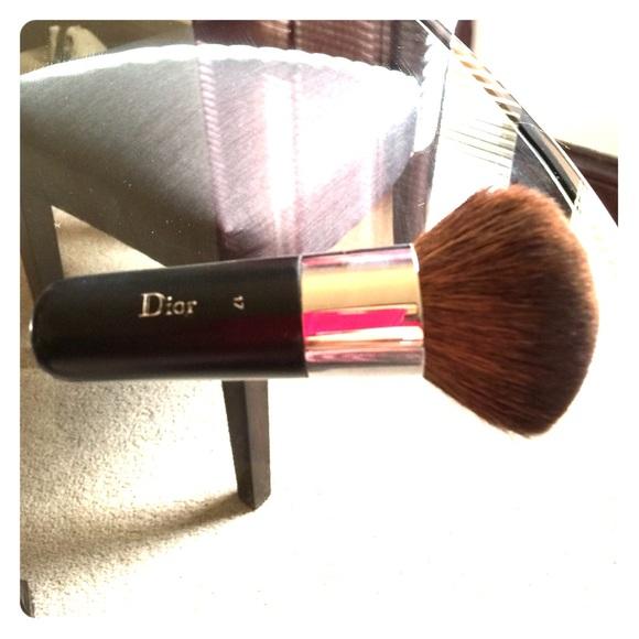 fb004edd12 Dior 17 kabuki brush