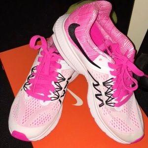 Nike Shoes - NWT Nike winflo 3 size 7.5