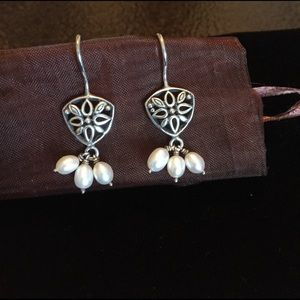 unknown Jewelry - Sterling Silver and Pearl earrings