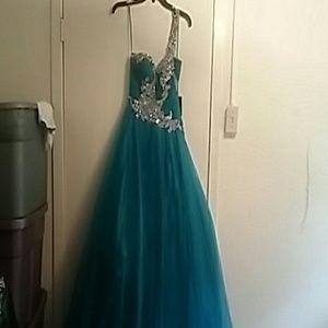 Glamour & Co. Dresses & Skirts - Unused prom dress