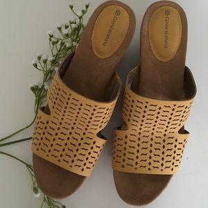 Giani Bernini Shoes - Gianni Bernini cushioned sandal wedges