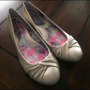 B.o.c. Pearly cream shimmery flats