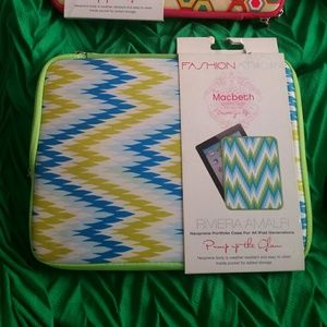 NWT tablet/ipad case